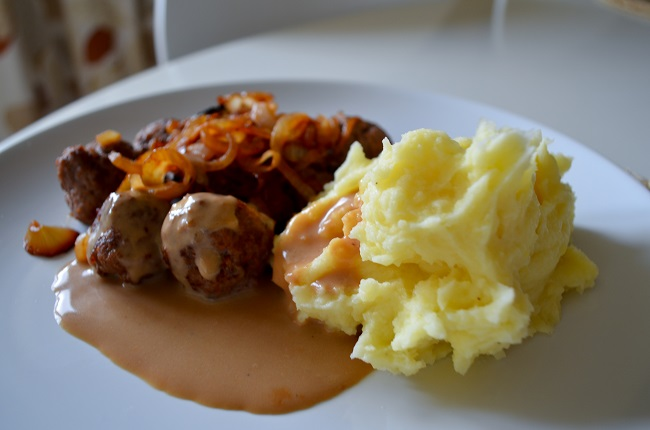 potatismos-med-köttbullar