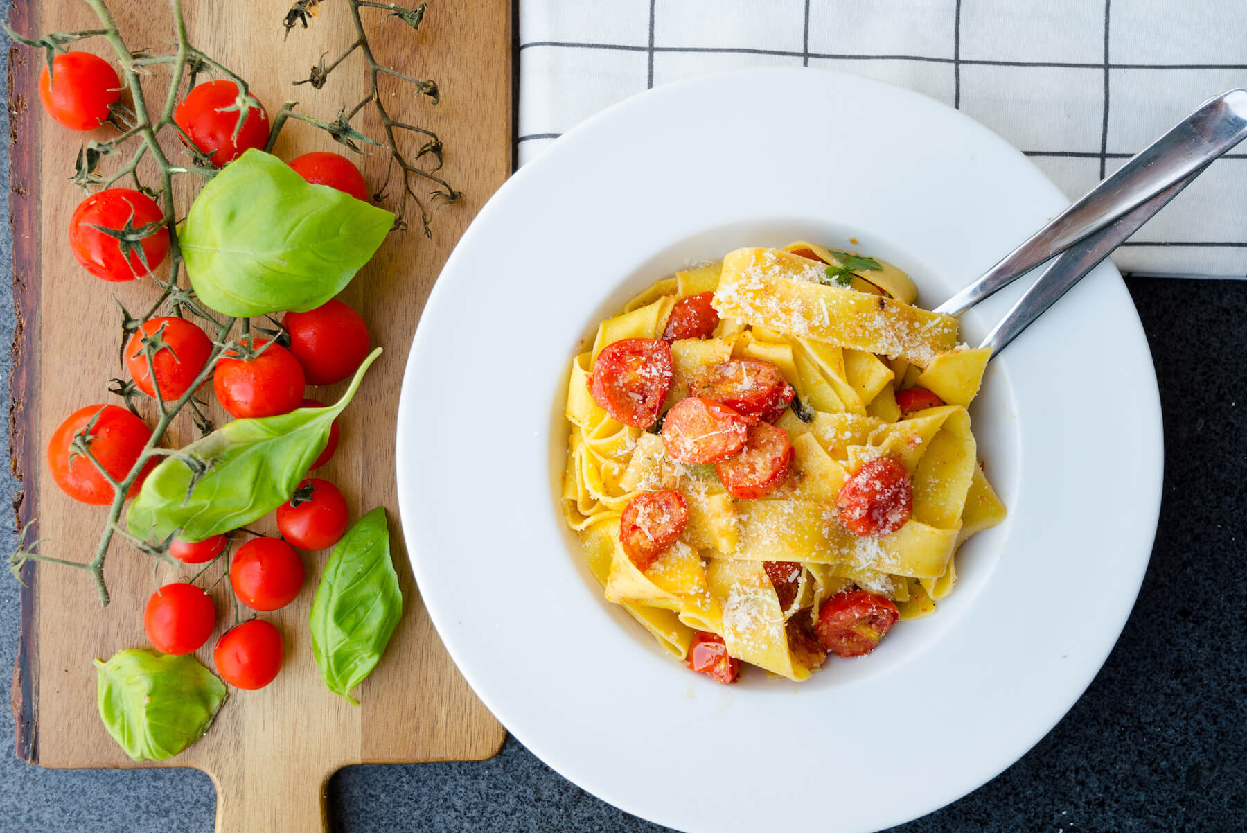 Pappardelle ugnsrostade tomater