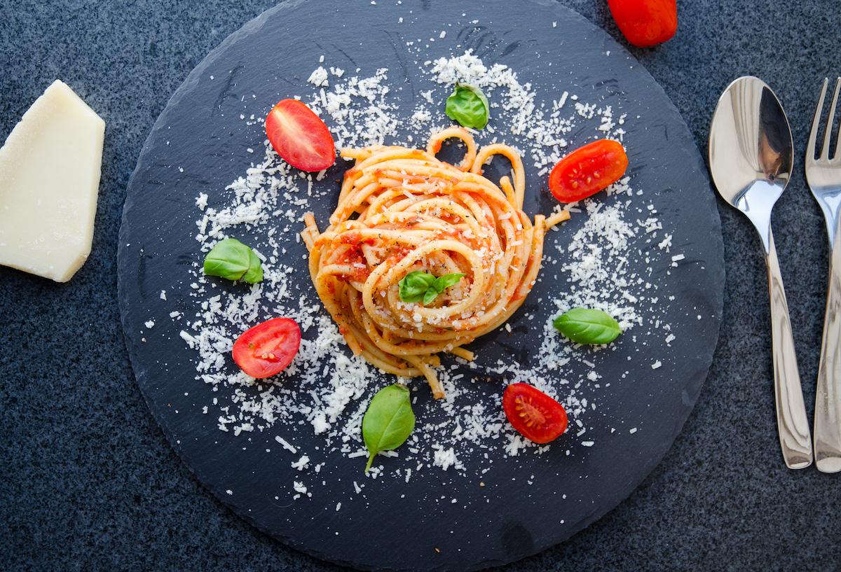 Pasta med italiensk tomatsås