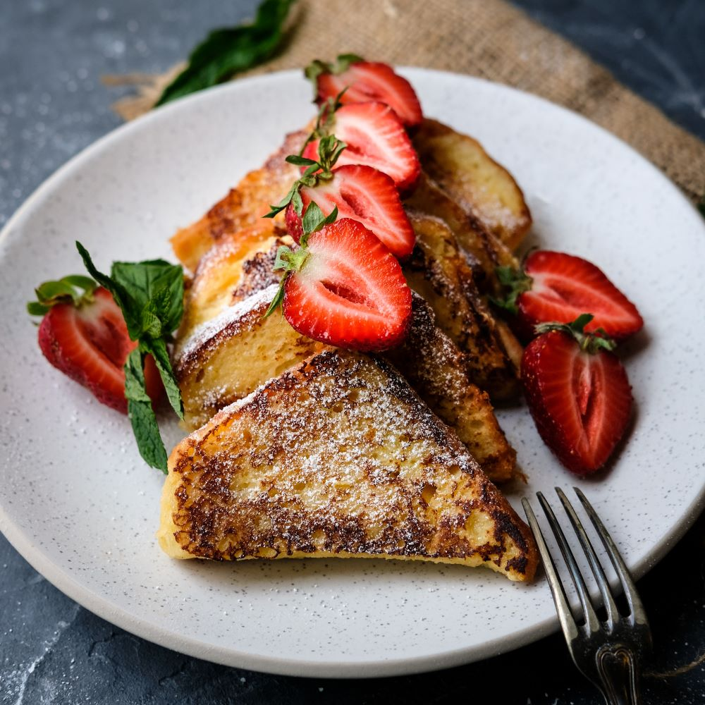 French toast med jordgubbar