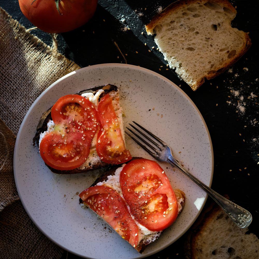 Toast med tomat och ricotta